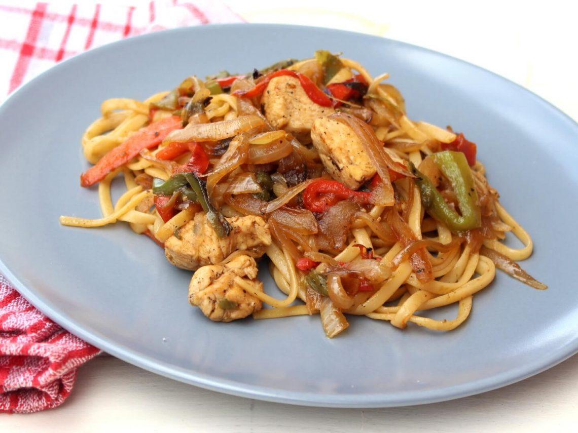 Receta de tallarines fritos con verduras y pollo