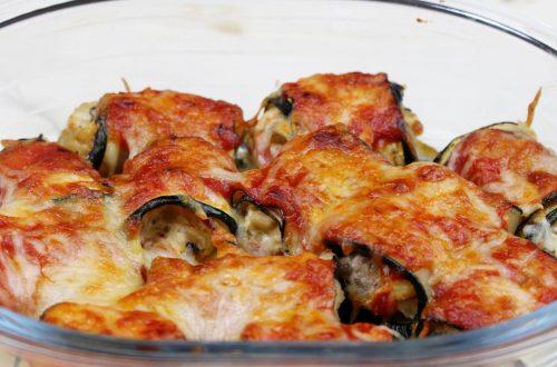 Receta de canelones de calabacín rellenos de queso de cabra, champiñones y tomate natural